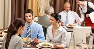 3 dicas para ser uma excelente garçonete e as vagas de trabalho disponíveis