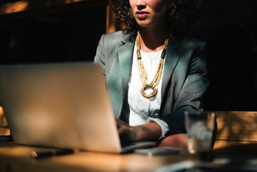 Mulheres ainda sofrem com salários do mercado de trabalho!