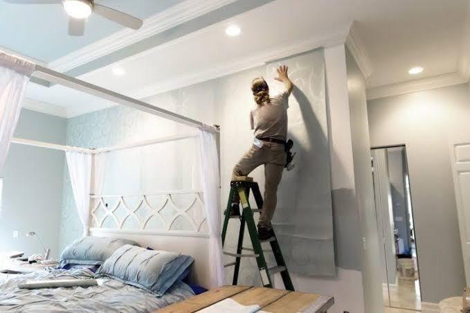 Instalador de papel de parede - como se especializar nessa área e achar emprego?