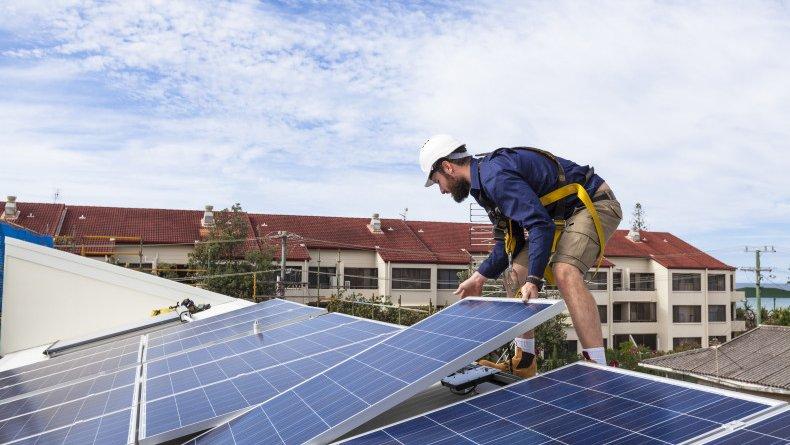 Descubra quanto ganha o instalador fotovoltaico no Brasil