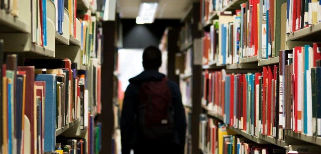 Aprenda as 4 etapas para planejar um trabalho acadêmico