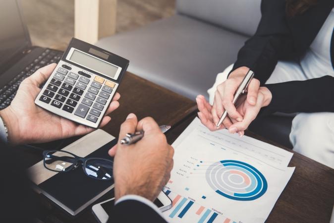 Descubra como estudar os Fundamentos da Administração Financeira de graça