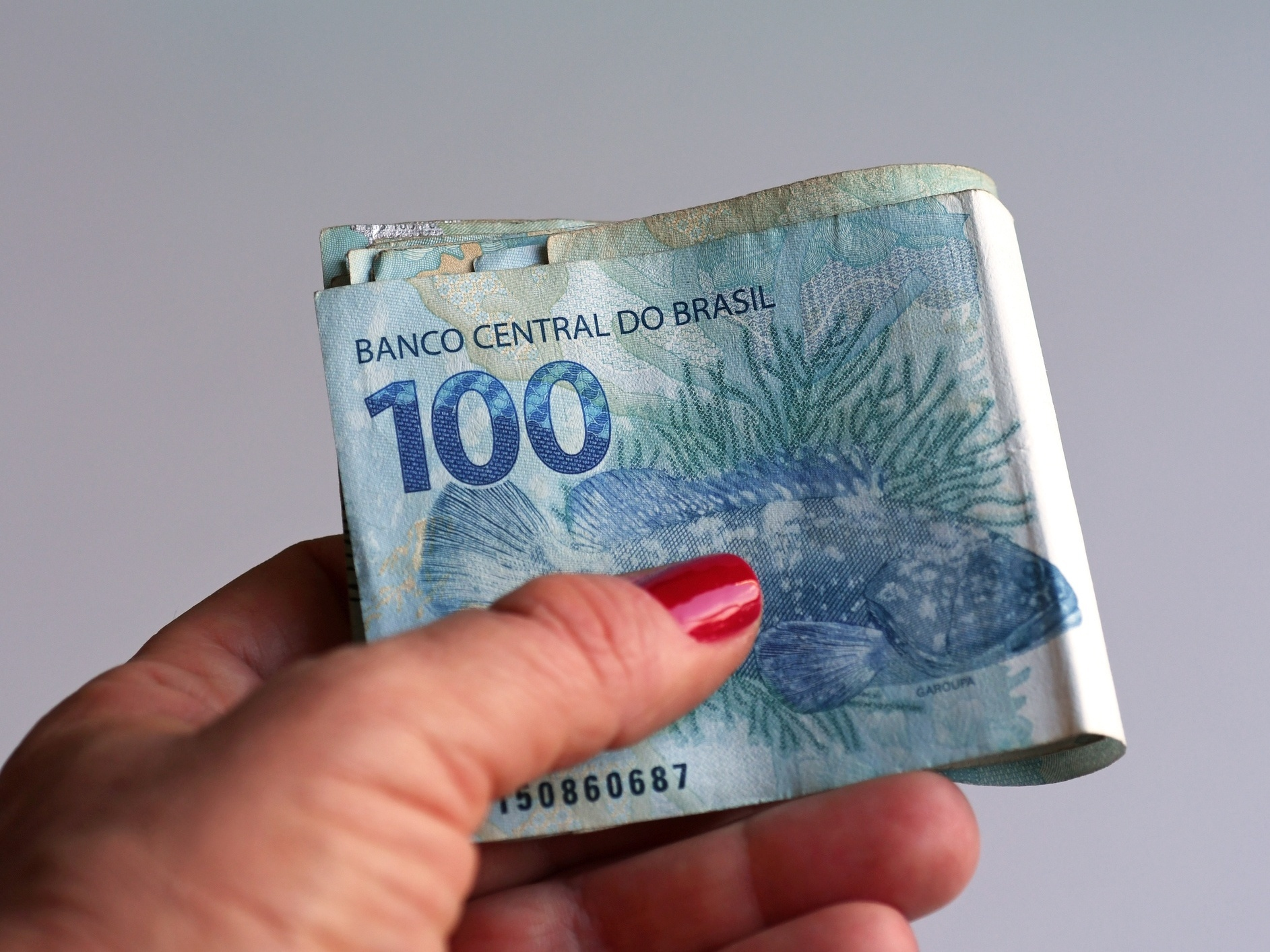Veja 4 planos para juntar dinheiro forçadamente desde o 1 salário