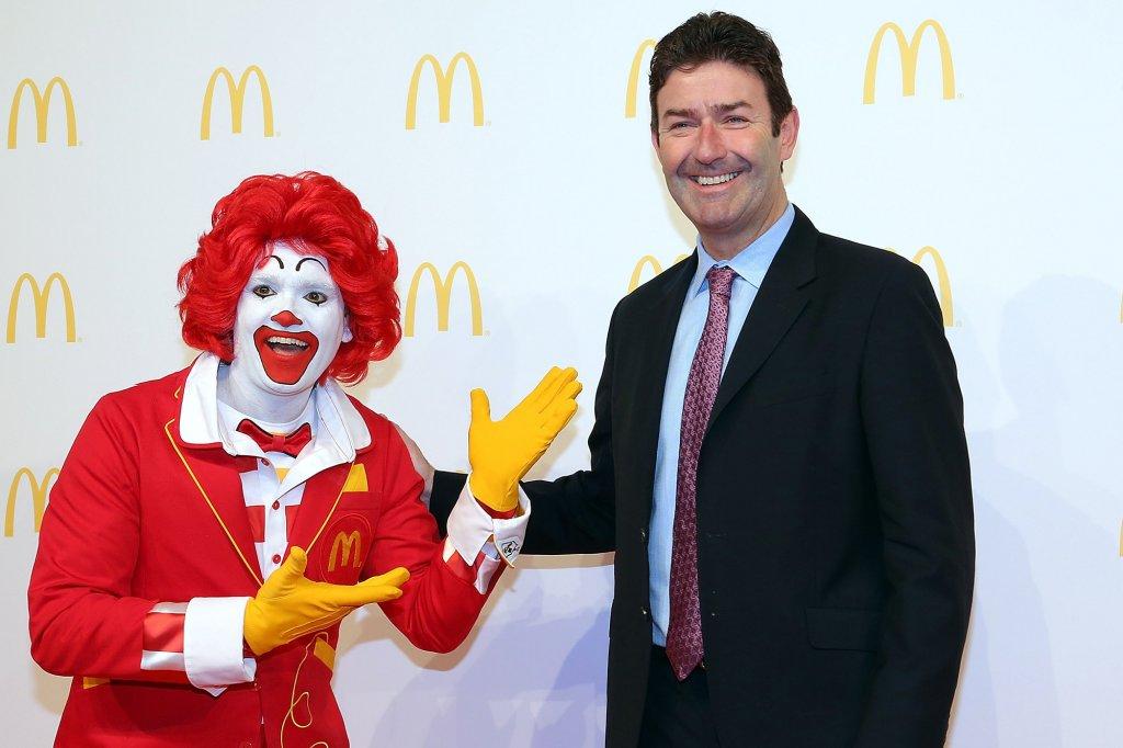 McDonald's demite CEO por relacionamento com funcionária – entenda