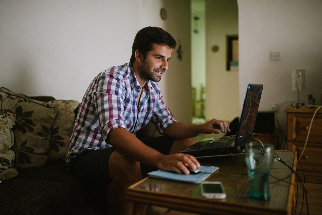 Conheça as vantagens de contratar um colaborador home office